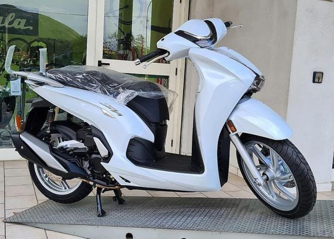 Honda SH 350i 2021 rục rịch đổ bộ Việt Nam, giá bao nhiêu? - Ảnh 2.