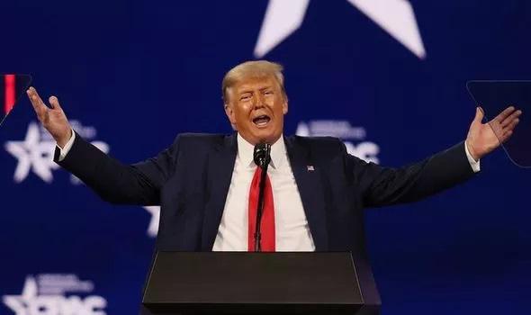Trump tái xuất vũ đài chính trị: 'Cá mập đã ra khơi nhưng sẽ sớm quay lại' - Ảnh 1.