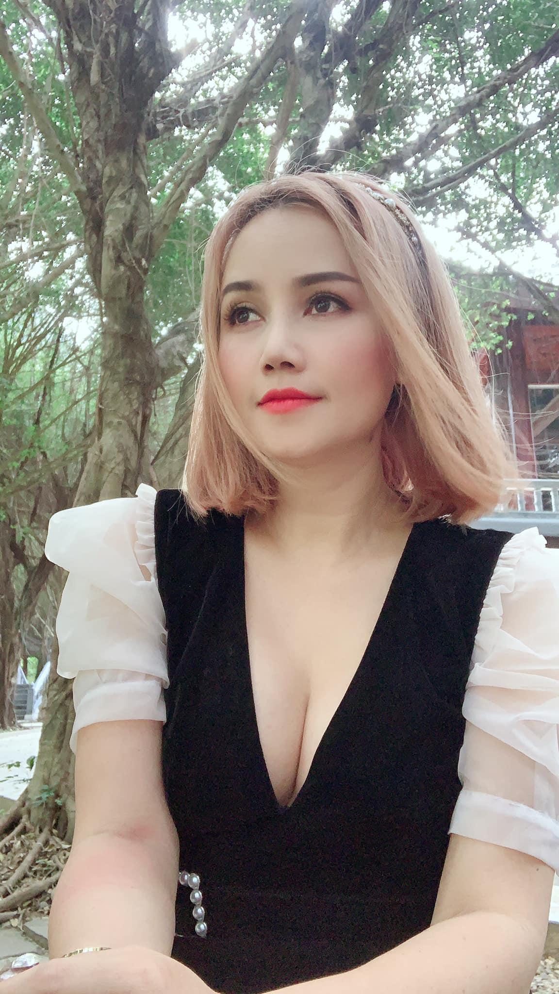 """Tuổi U50, Hoàng Yến """"lột xác"""" quyến rũ hậu ly hôn"""