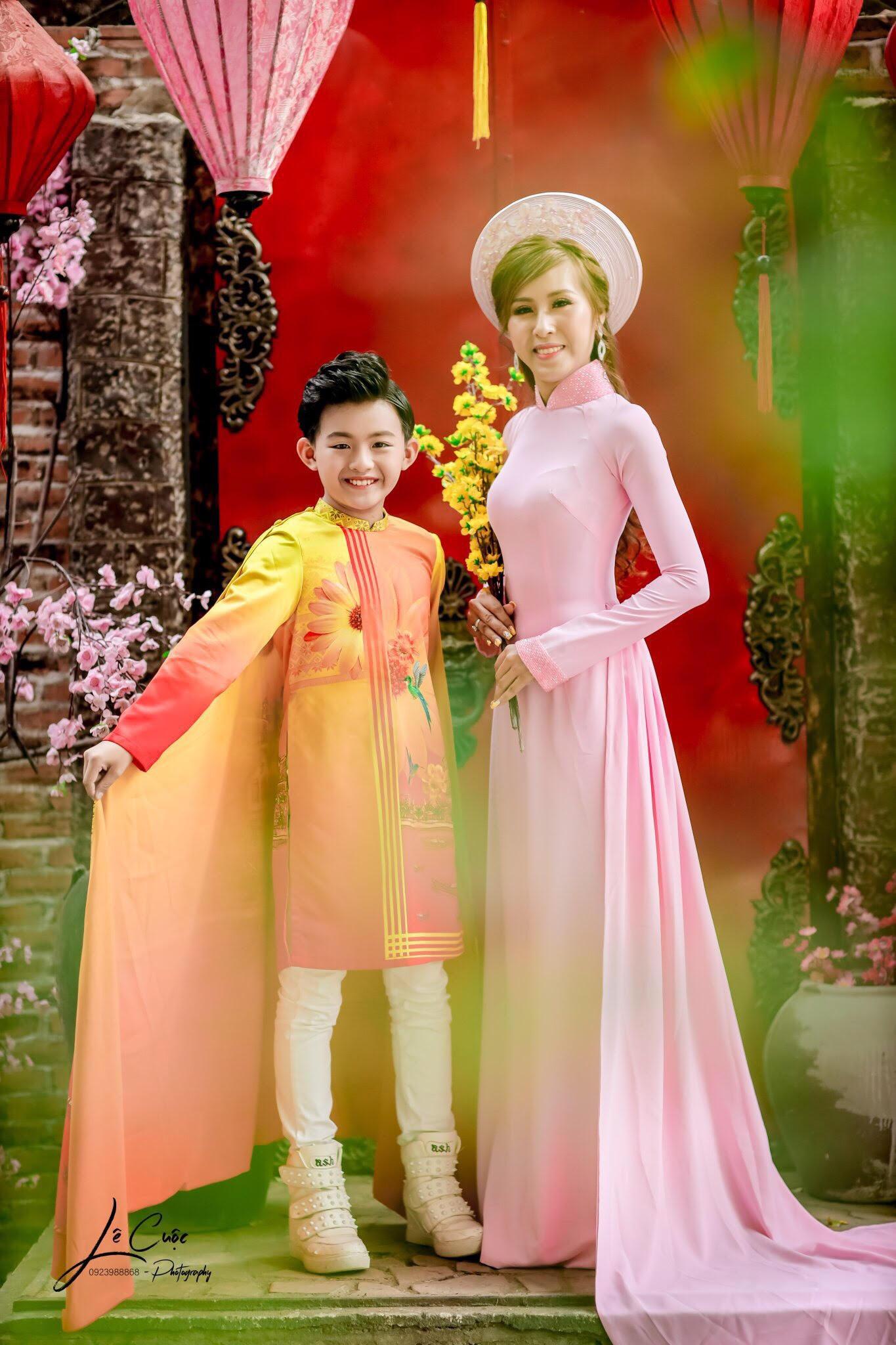 """Hai mẹ con """"Hoàng tử thời trang"""" Quốc Vũ gây sốt trong loạt ảnh mới - Ảnh 3."""