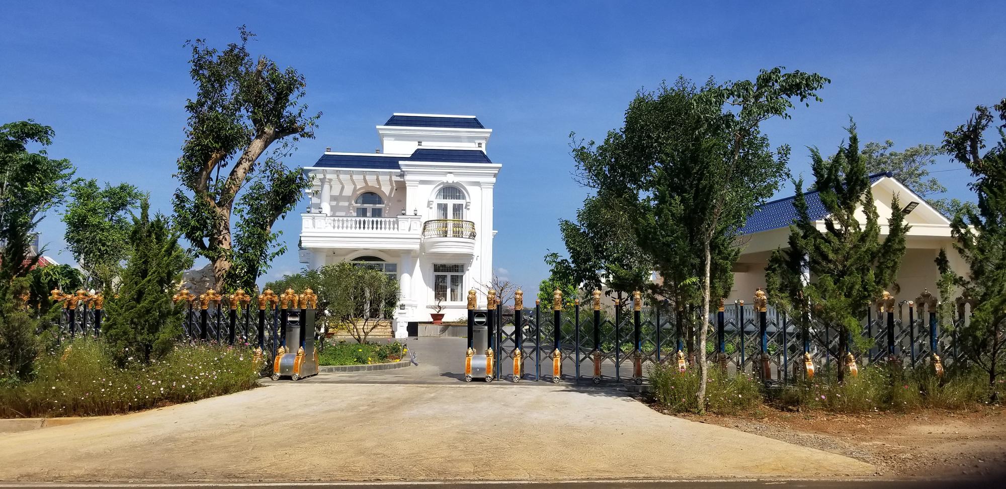 """Lâm Đồng: Xây """"biệt thự khủng"""" không phép, thành phố """"bó tay""""? - Ảnh 4."""