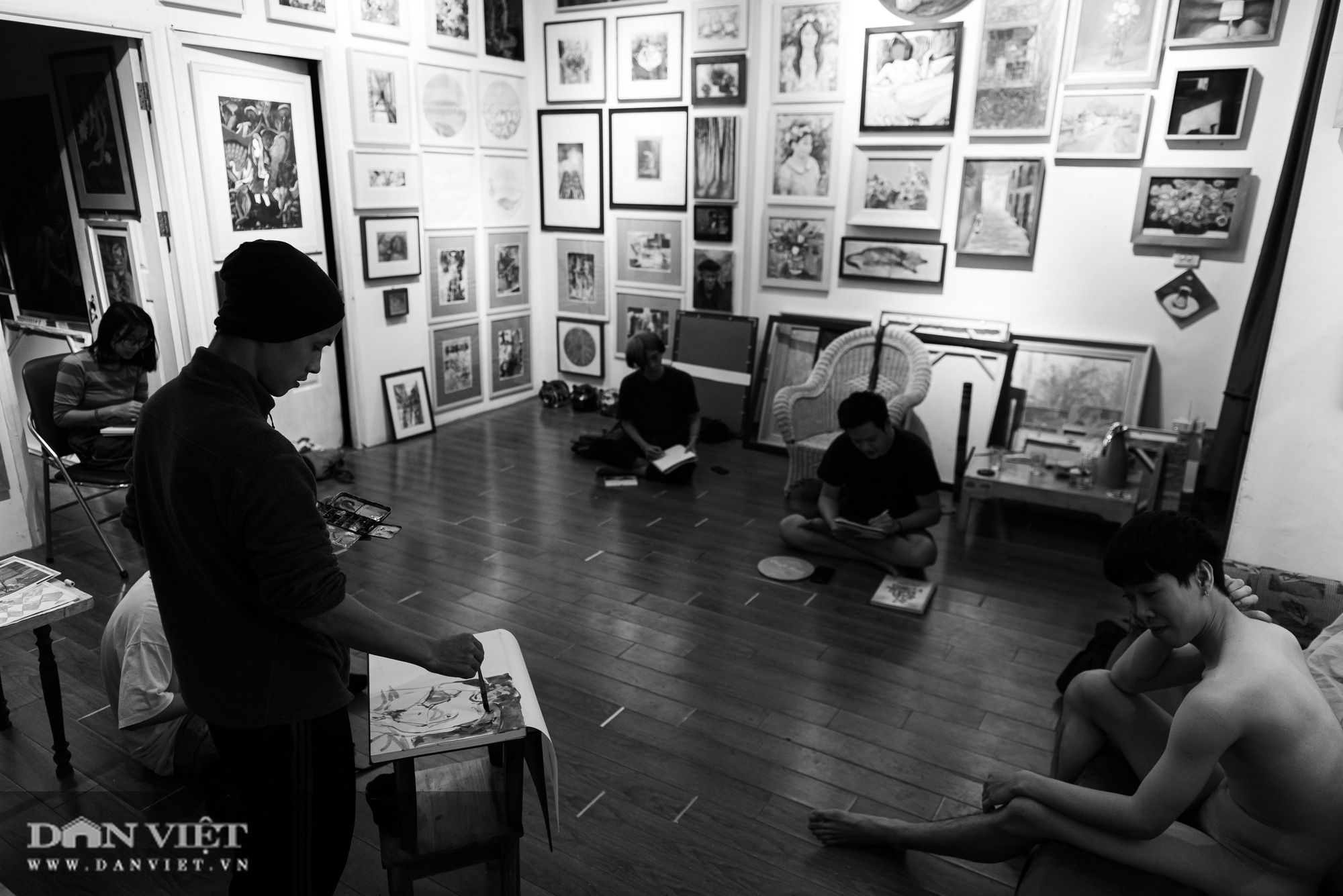 Vẽ tranh khỏa thân: Khi tình yêu nghệ thuật vượt trên nhục cảm thông thường - Ảnh 2.