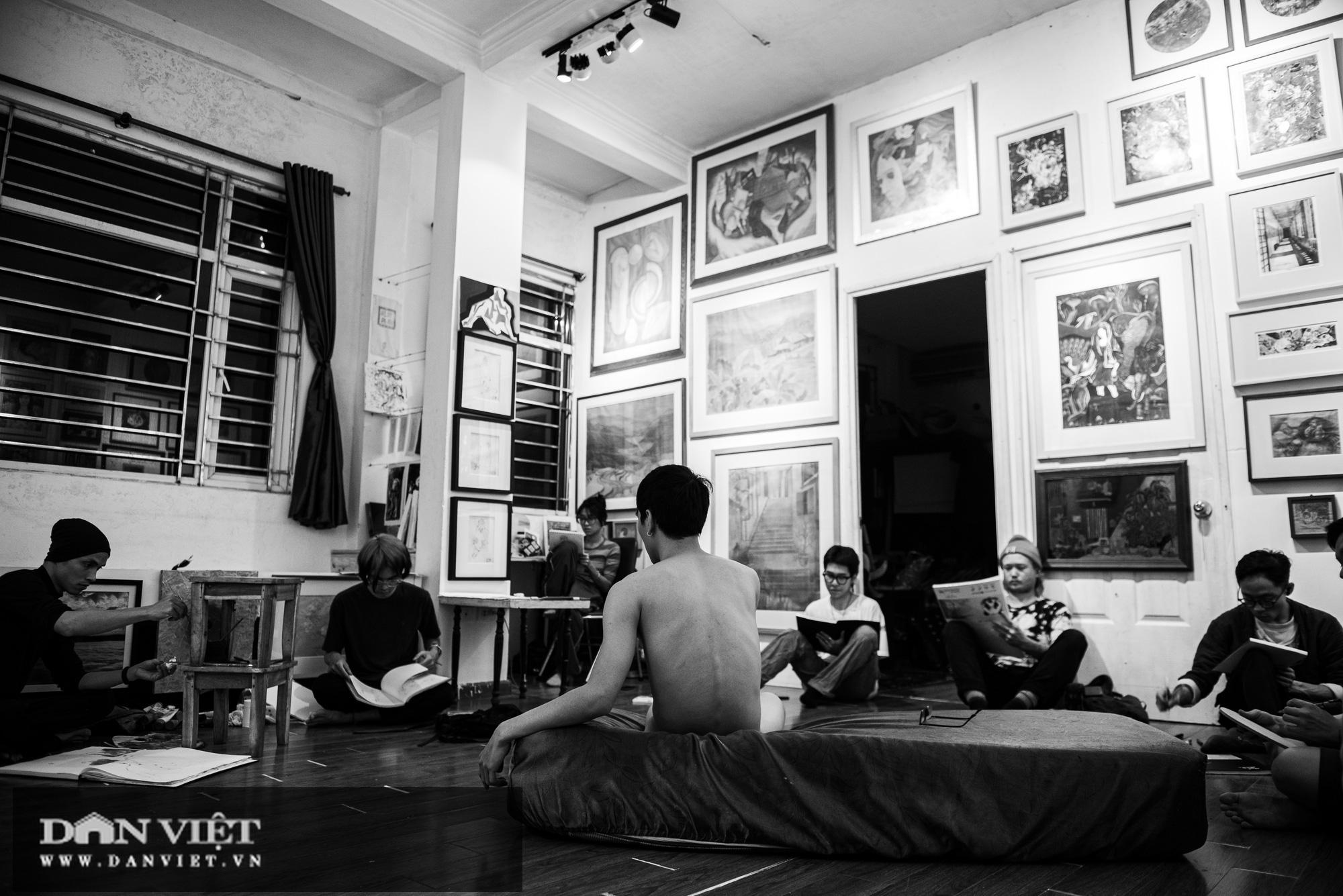 Vẽ tranh khỏa thân: Khi tình yêu nghệ thuật vượt trên nhục cảm thông thường - Ảnh 1.
