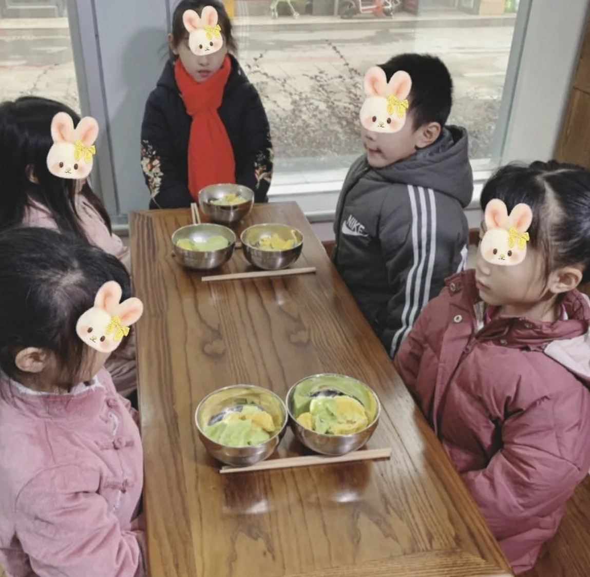 Cho trẻ ăn chay: Trường học Trung Quốc bị chỉ trích - Ảnh 2.