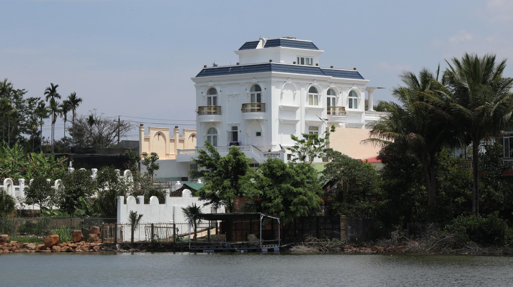 """Lâm Đồng: Xây """"biệt thự khủng"""" không phép, thành phố """"bó tay""""? - Ảnh 3."""