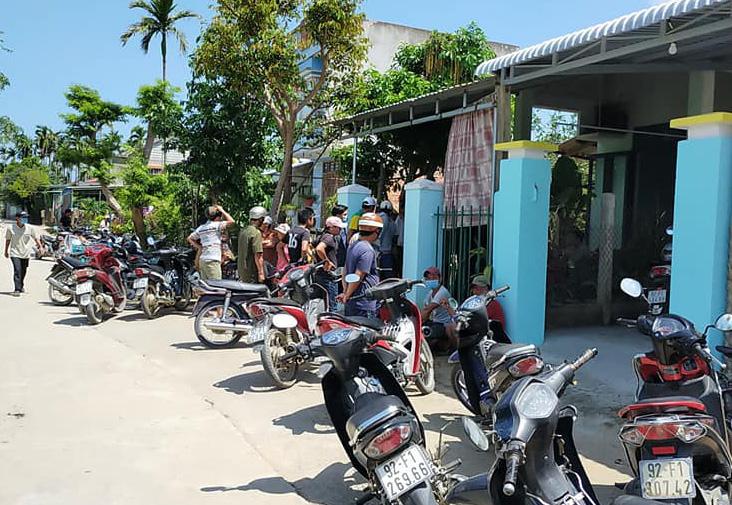 2 kẻ bịt mặt vào nhà trói tay, cướp tiền người phụ nữ ở Quảng Nam - Ảnh 1.