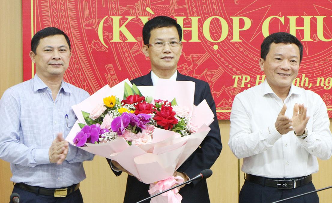 Tân Chủ tịch UBND thành phố Hà Tĩnh có tỷ lệ phiếu bầu đạt tuyệt đối 100% - Ảnh 1.