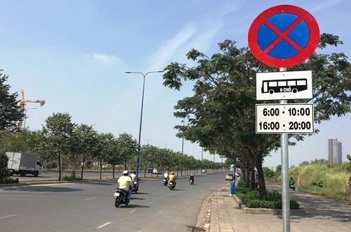"""Dừng đỗ tại nơi có biển """"cấm dừng và đỗ xe"""" bị phạt ra sao? - Ảnh 1."""