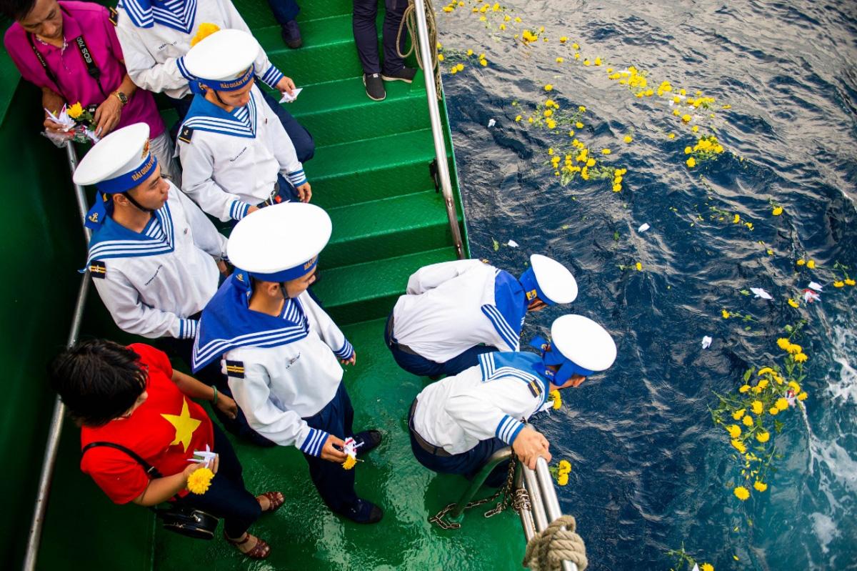 33 năm sự kiện Gạc Ma: Ký ức bi tráng về tinh thần quyết tử để bảo vệ chủ quyền biển đảo - Ảnh 3.