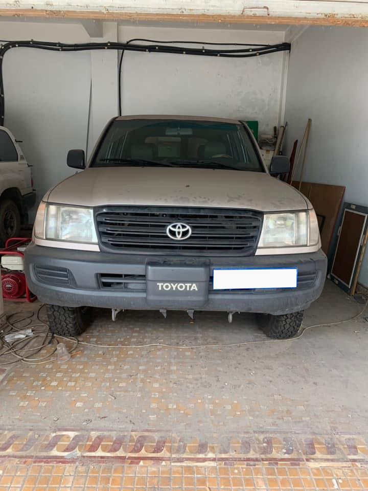 Đại gia Việt gây sốc chi gần tỷ đồng mua Toyota 7 chỗ cũ kĩ - Ảnh 1.