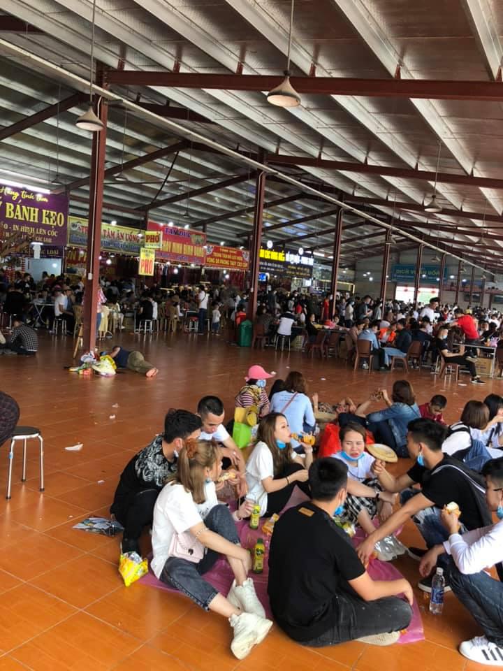 Chùa Tam Chúc 'thất thủ', gần trăm nghìn người đổ về tham quan, du lịch - Ảnh 6.