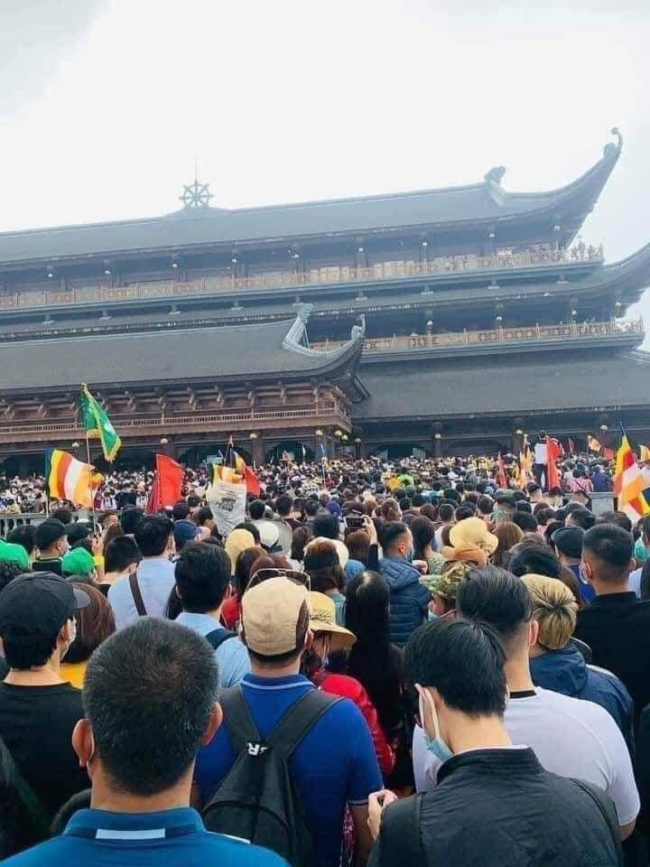 Chùa Tam Chúc 'thất thủ', gần trăm nghìn người đổ về tham quan, du lịch - Ảnh 4.