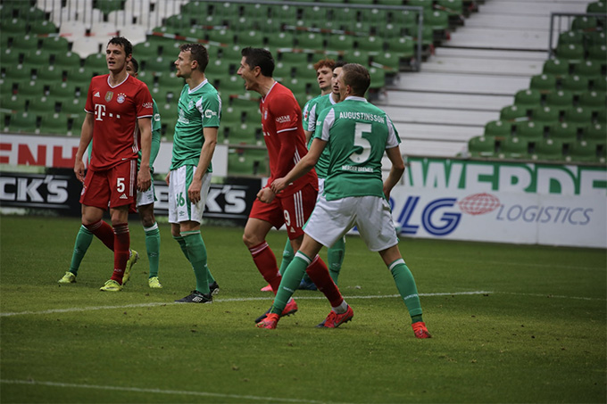 Bayern Munich vượt ải Bremen, HLV Flick tin Lewandowski sẽ đoạt Quả Bóng Vàng - Ảnh 1.