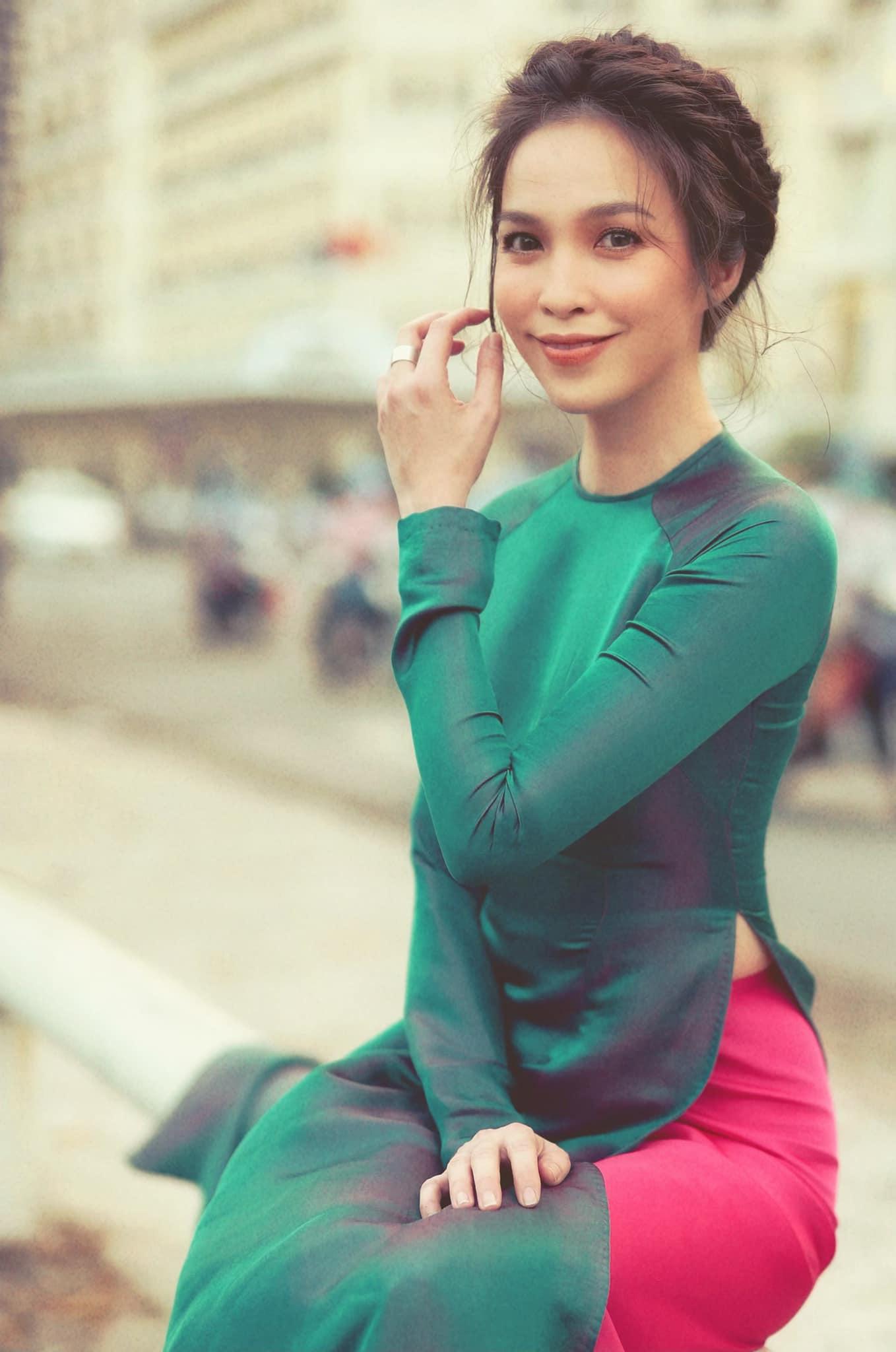 """Hiền Thục diện áo dài hóa """"nàng thơ"""" ở tuổi 40, Cao Thái Hà dẫn đầu """"hội mỹ nhân nóng bỏng"""" tuần qua - Ảnh 3."""