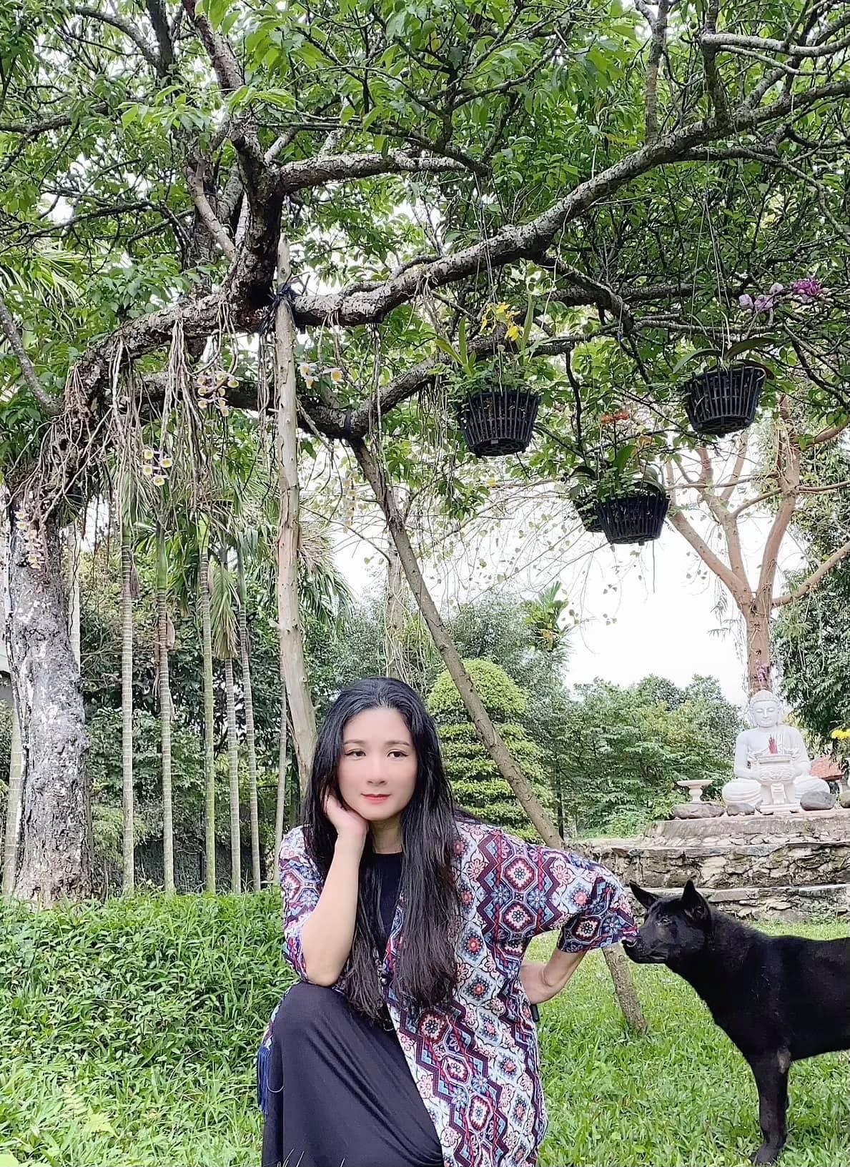"""Thanh Thanh Hiền xinh đẹp """"bỏ quên"""" tuổi 52, làm thơ gây """"sốt"""" dân tình - Ảnh 1."""