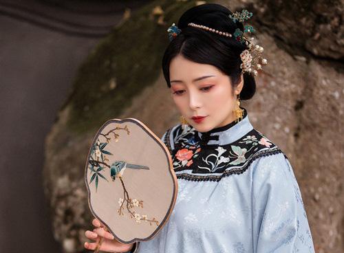 Nhờ nốt ruồi ở lòng bàn chân, nha hoàn khéo tay đổi đời làm mẹ hoàng đế - Ảnh 3.