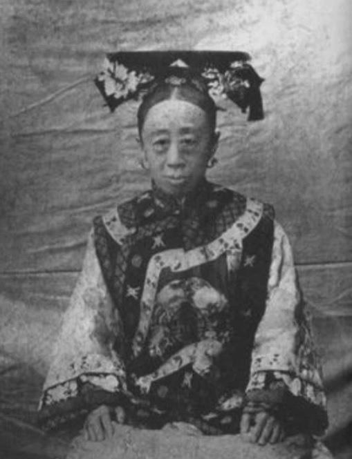 """Công chúa cuối cùng của triều Thanh: 17 tuổi thành góa phụ, phê bình thói xa xỉ của Từ Hi khiến bà """"câm nín"""" - Ảnh 1."""