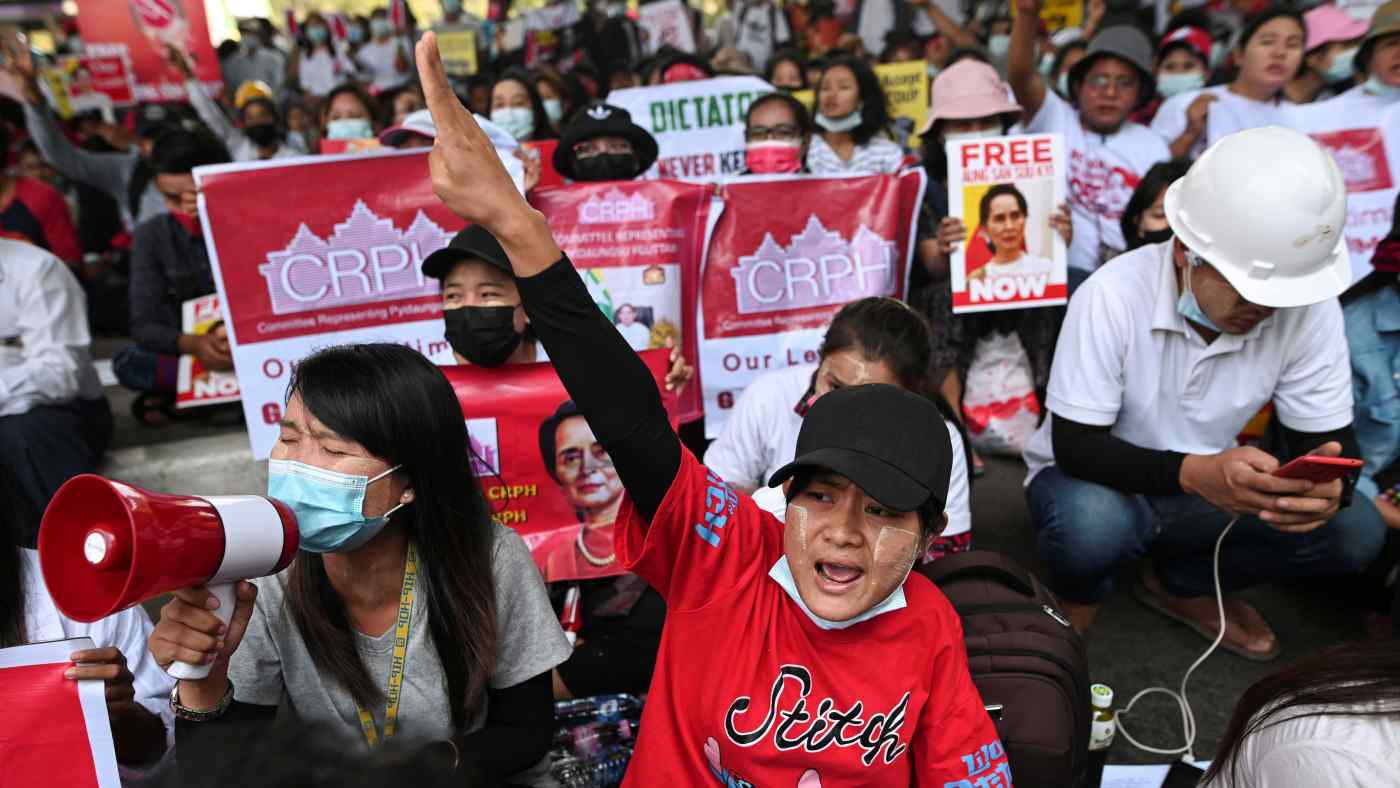 Tiền vẫn chảy về túi giới cầm quyền Myanmar, và tương lai nền kinh tế là u ám (Kỳ 2) - Ảnh 1.