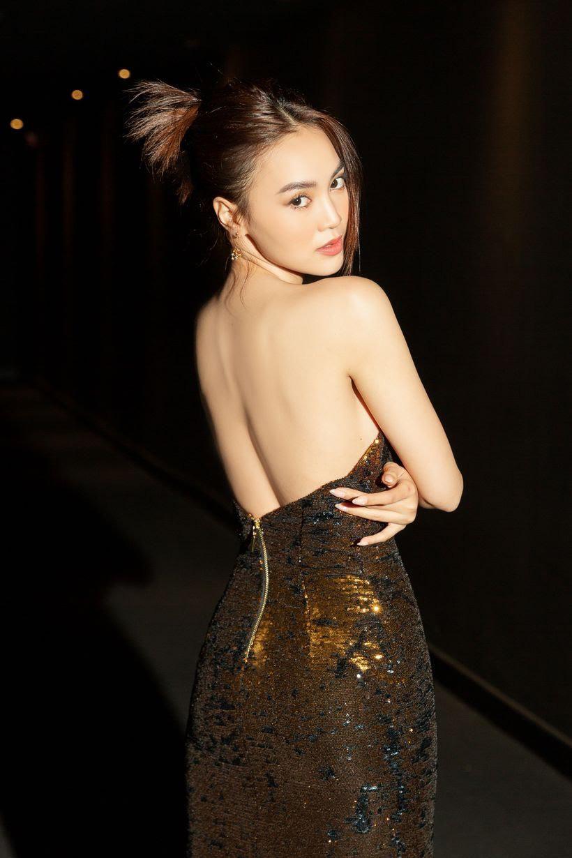 """Hiền Thục diện áo dài hóa """"nàng thơ"""" ở tuổi 40, Cao Thái Hà dẫn đầu """"hội mỹ nhân nóng bỏng"""" tuần qua - Ảnh 7."""