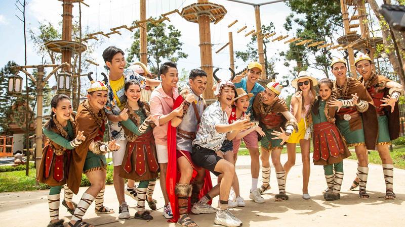 Hàng nghìn hạng mục vui chơi giải trí - nghỉ dưỡng, mua sắm hoạt động 24/7 phục vụ du khách.