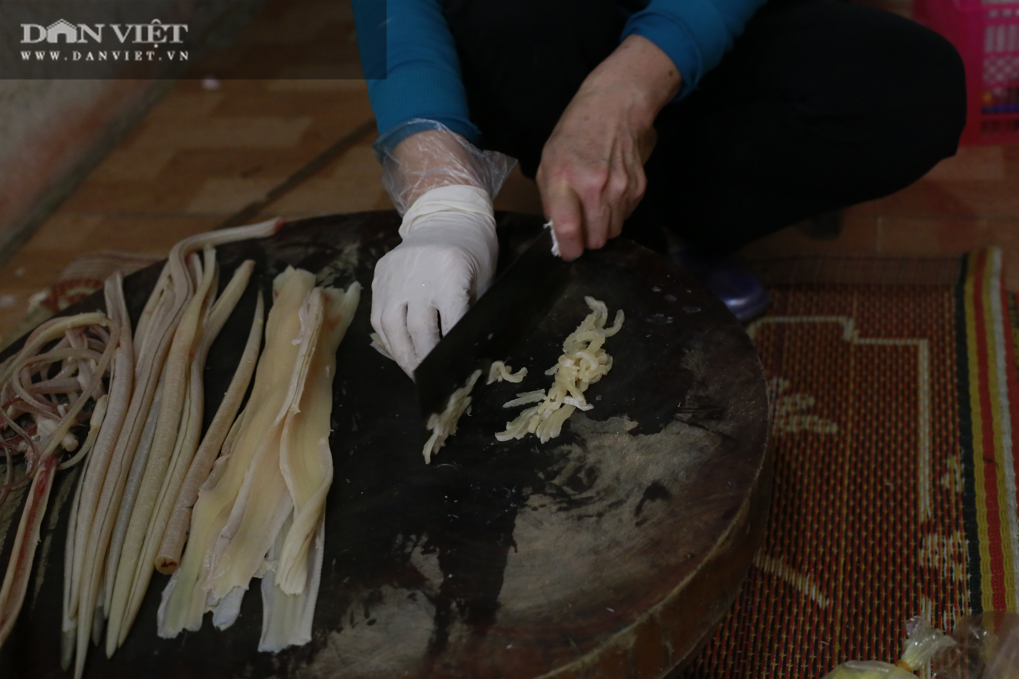 Thanh Hóa: Giống lươn nhưng lại là cá, con đặc sản này làm gỏi chấm với thứ nước đọc đau cả mồm ăn bao phê - Ảnh 4.