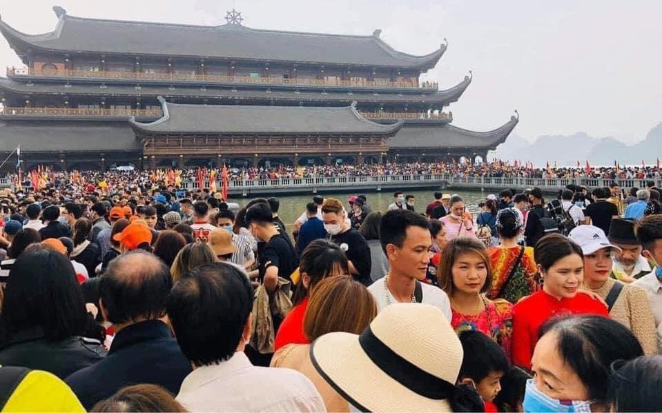 Đổ xô đi lễ chùa trong mùa dịch: Chuyên gia chỉ dẫn cách tự bảo vệ mình và cộng đồng