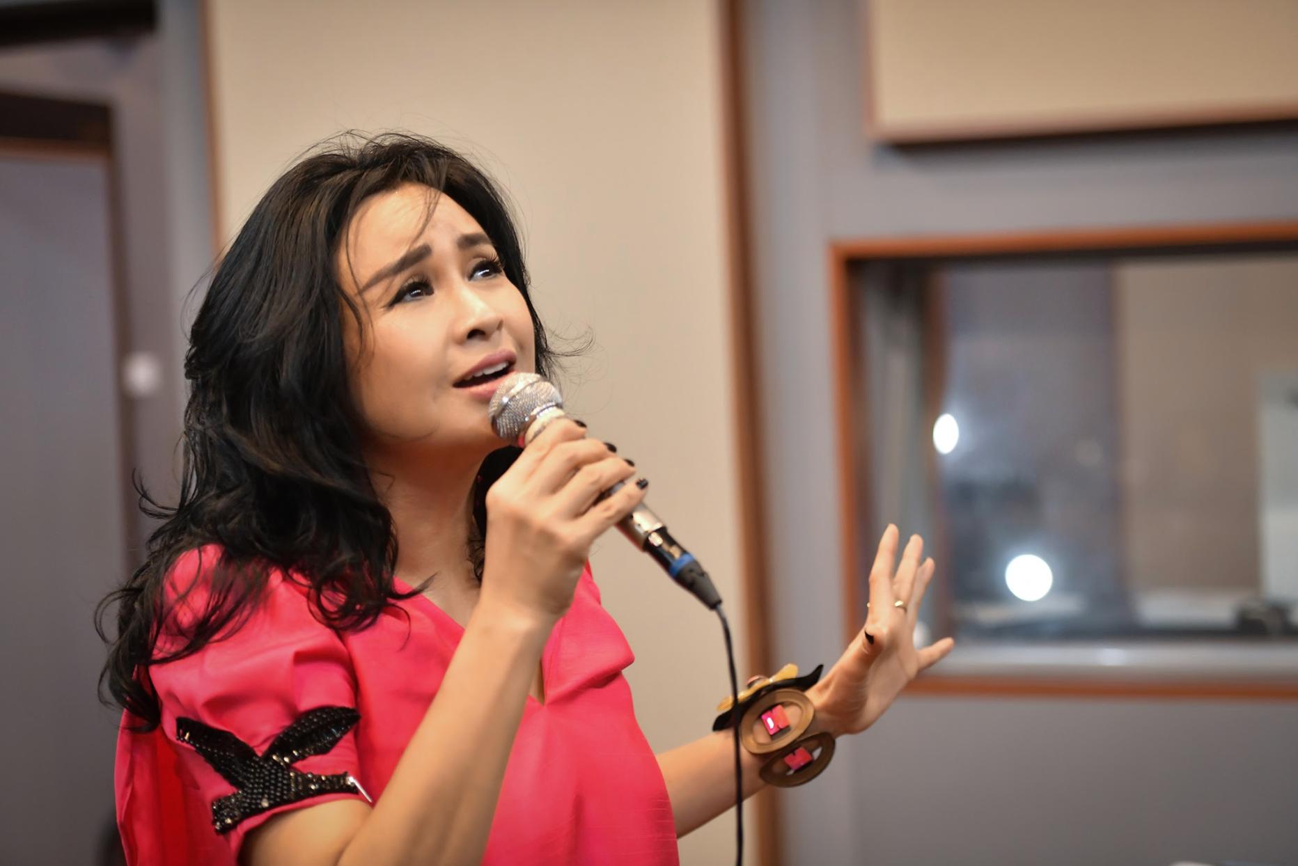 """Diva Thanh Lam: """"Yêu bác sĩ Tiến Hùng, tôi đã khóc nhiều lần…"""" - Ảnh 2."""