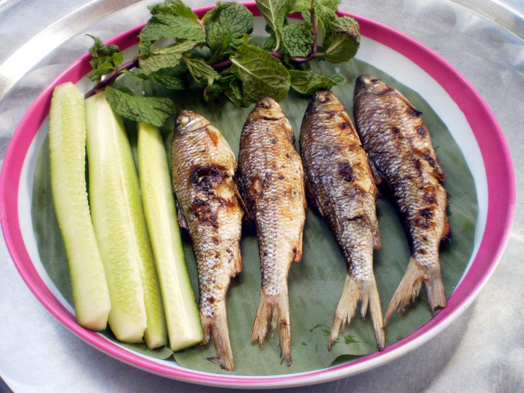"""Bình Định: Loài cá chỉ vượt thác để sinh sản, ăn cùng với loại rau tên nghe bắt tai, bán """"đắt như tôm tươi"""" - Ảnh 5."""