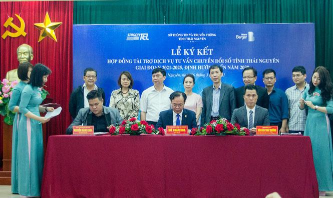 Thái Nguyên ký kết hợp đồng 3 bên về dịch vụ tư vấn chuyển đổi số - Ảnh 1.