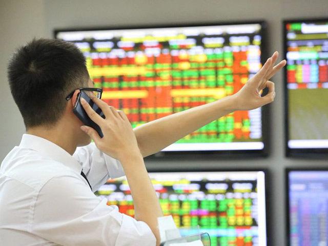 """VN-Index """"phá đỉnh"""" lên mốc 1.216 điểm, cổ phiếu """"vua"""" dẫn dắt thị trường - Ảnh 1."""