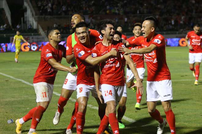 Lee Nguyễn cùng các đồng đội ăn mừng bàn thắng quyết định giúp TP.HCM thắng Sài Gòn 1-0 ở vòng 4 V.League 2021. Ảnh: 24h