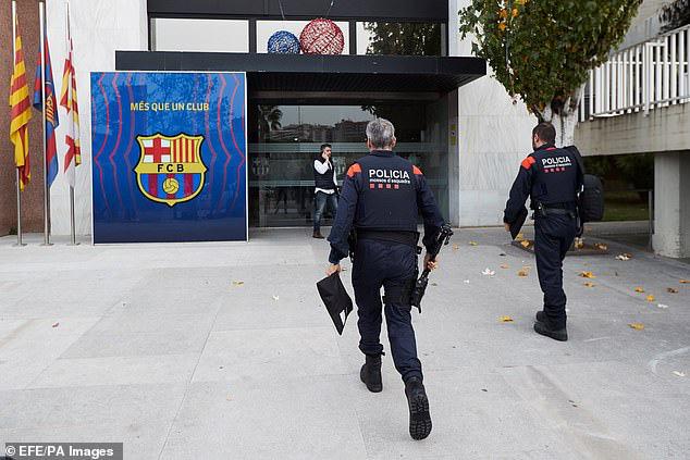 """""""BarcaGate"""" là gì mà đang khiến Barcelona chao đảo? - Ảnh 2."""