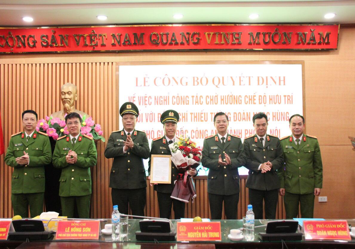 Người vừa được Bộ trưởng Bộ Công an quyết định nghỉ chờ hưu trí ở CA Hà Nội là ai? - Ảnh 1.