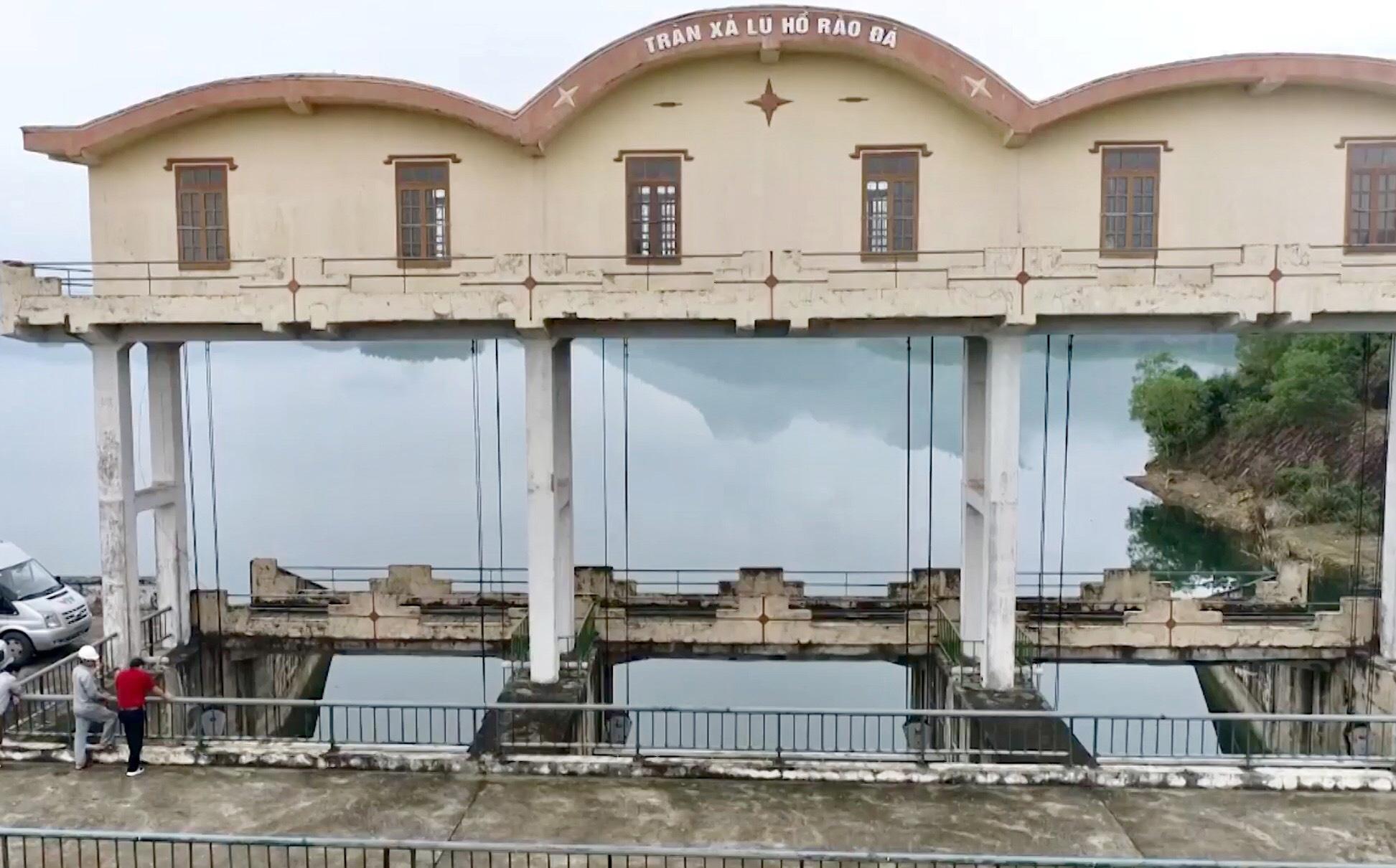 Sau lũ lịch sử, hồ đập Quảng Bình xuống cấp trầm trọng - Ảnh 4.