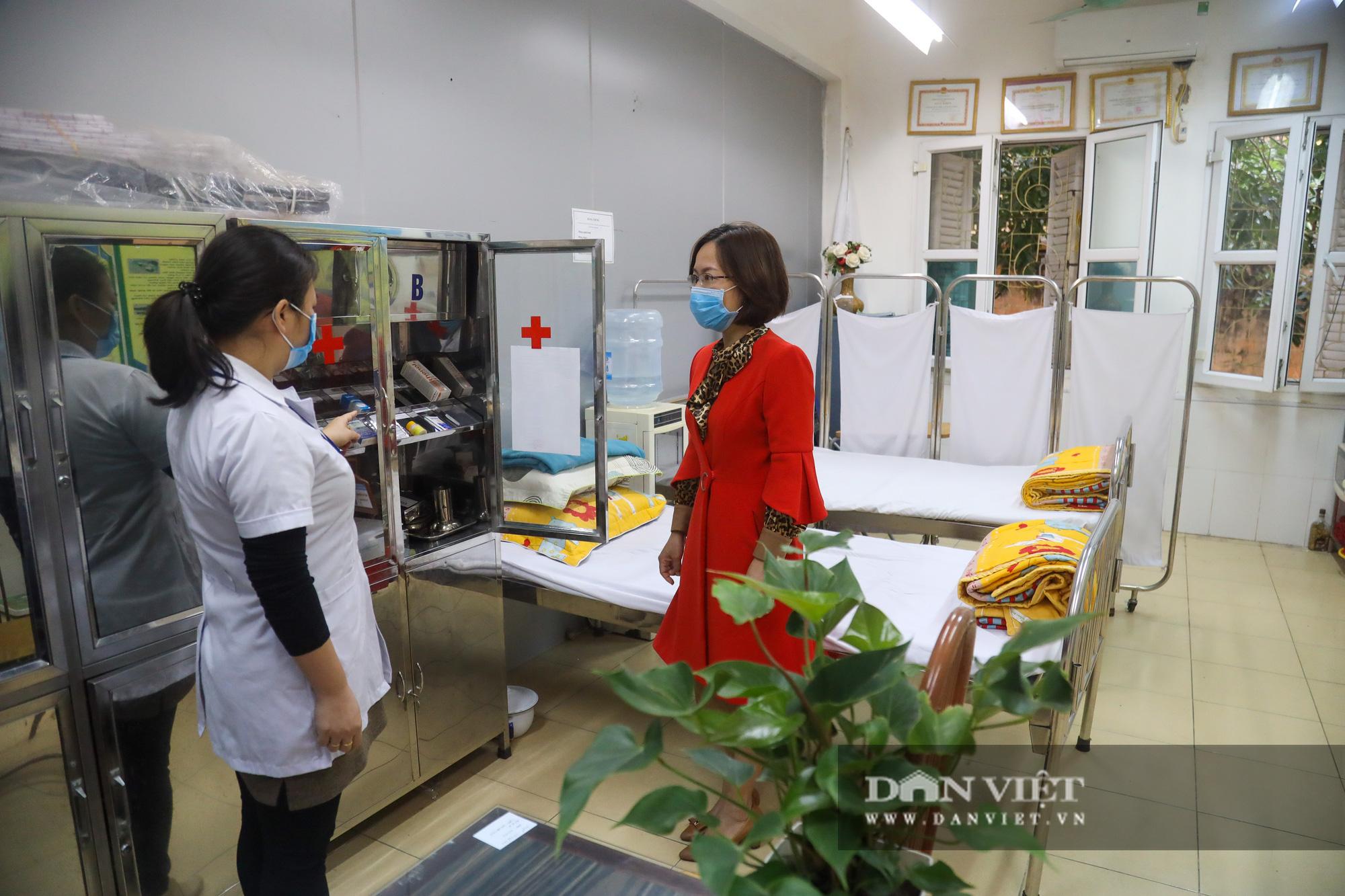 Đi học trở lại sau 30 ngày nghỉ Tết, học sinh Hà Nội được nhận lì xì - Ảnh 14.