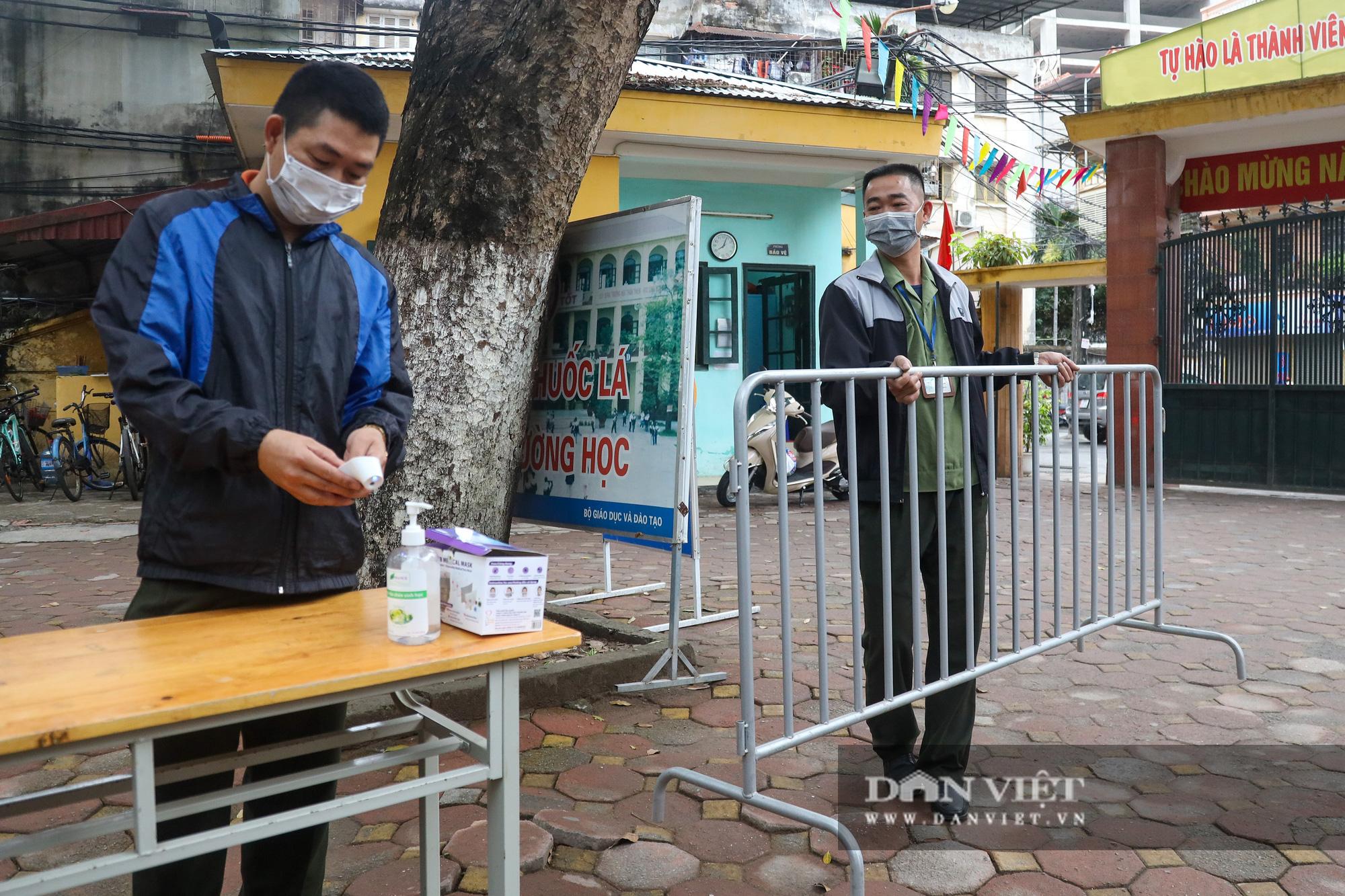 Đi học trở lại sau 30 ngày nghỉ Tết, học sinh Hà Nội được nhận lì xì - Ảnh 15.