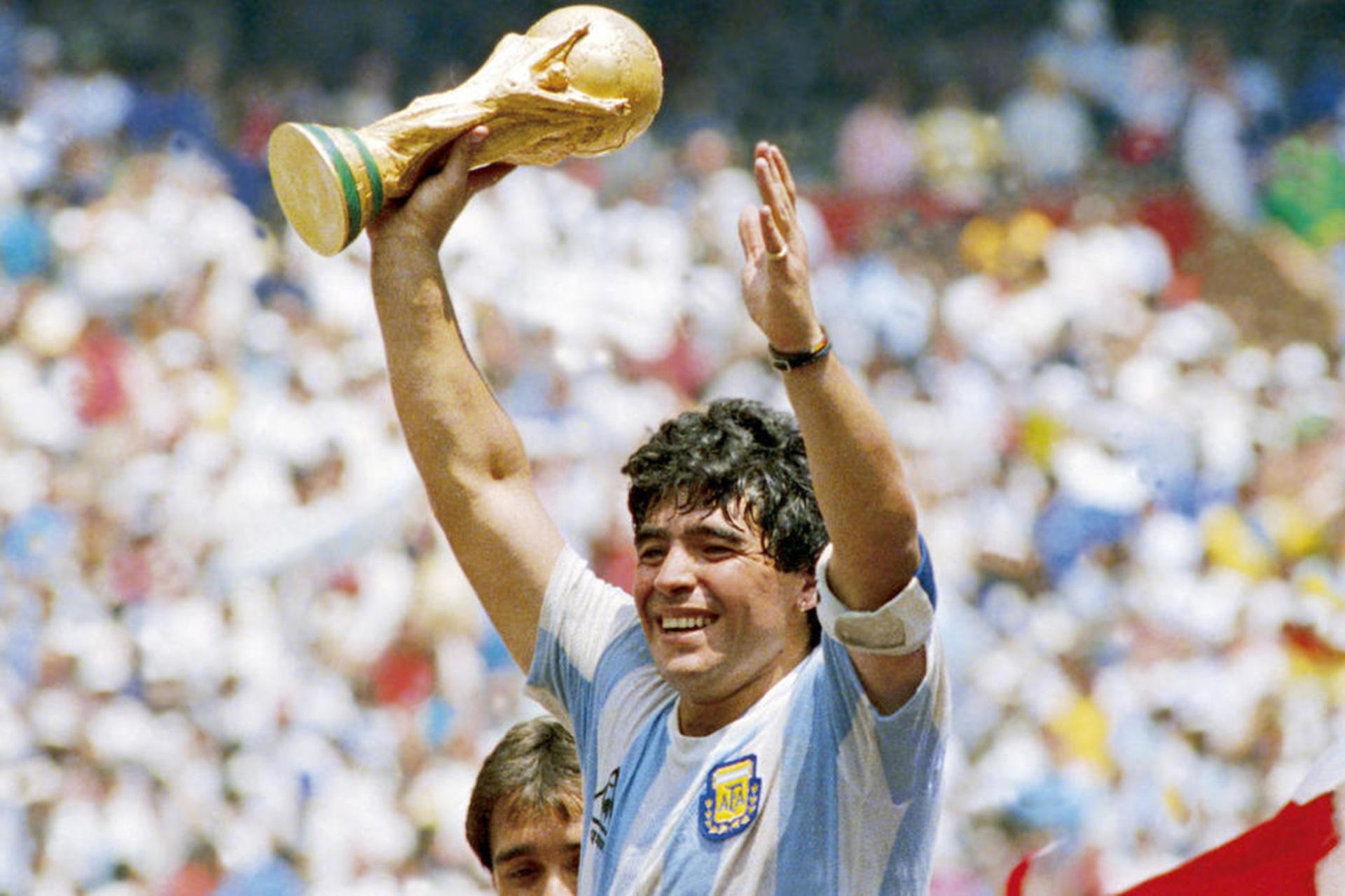 """5 cầu thủ vĩ đại nhất Nam Mỹ: Messi xếp trên Ronaldo """"béo"""" - Ảnh 1."""