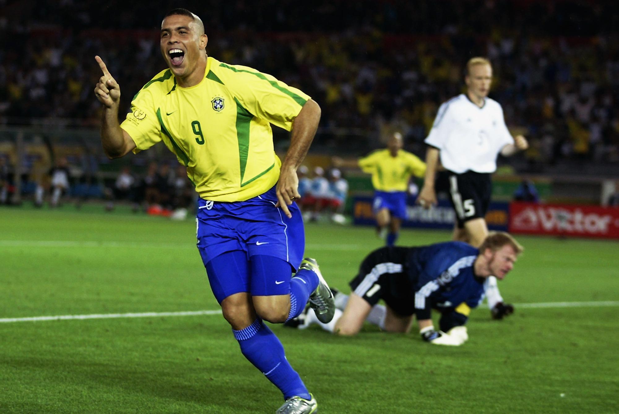 """5 cầu thủ vĩ đại nhất Nam Mỹ: Messi xếp trên Ronaldo """"béo"""" - Ảnh 4."""