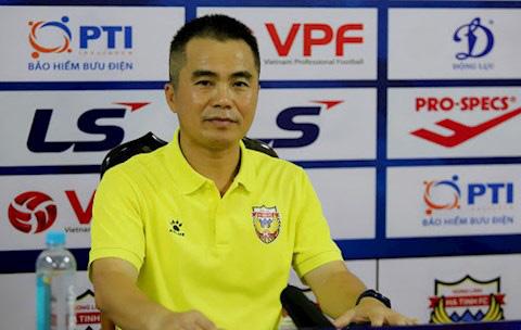 HLV Phạm Minh Đức nhìn nhận khả năng HL.Hà Tĩnh có mặt trong nhóm đua trụ hạng ở giai đoạn 2 V.League 2021.