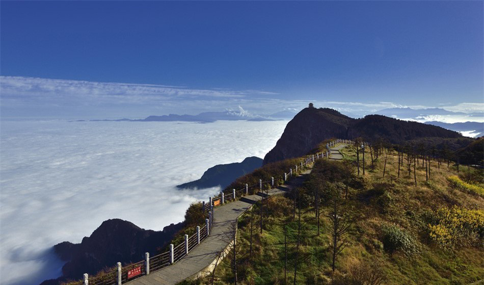 8 ngọn núi huyền thoại từng xuất hiện trong tiểu thuyết kiếm hiệp Kim Dung - Ảnh 2.