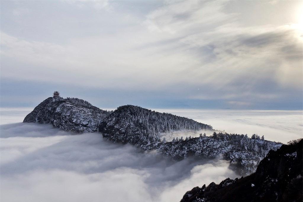 8 ngọn núi huyền thoại từng xuất hiện trong tiểu thuyết kiếm hiệp Kim Dung - Ảnh 3.