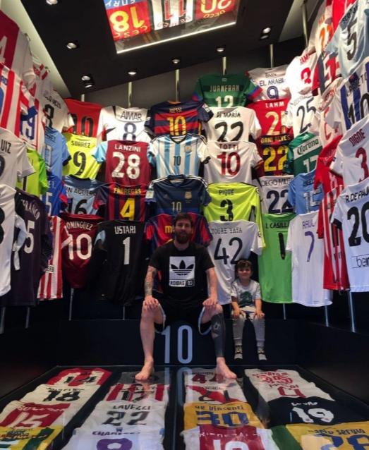 Ronaldo và Messi: 2 tỷ phú có cuộc sống xa hoa cỡ nào? - Ảnh 3.