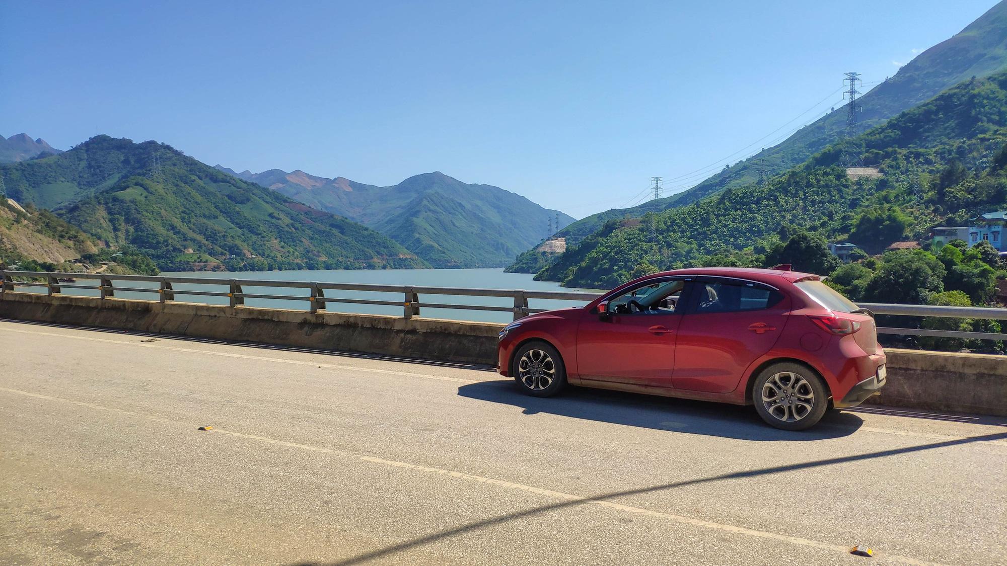 Lái Mazda 2 đi xuyên Việt, chủ xe chia sẻ ngỡ ngàng - Ảnh 4.