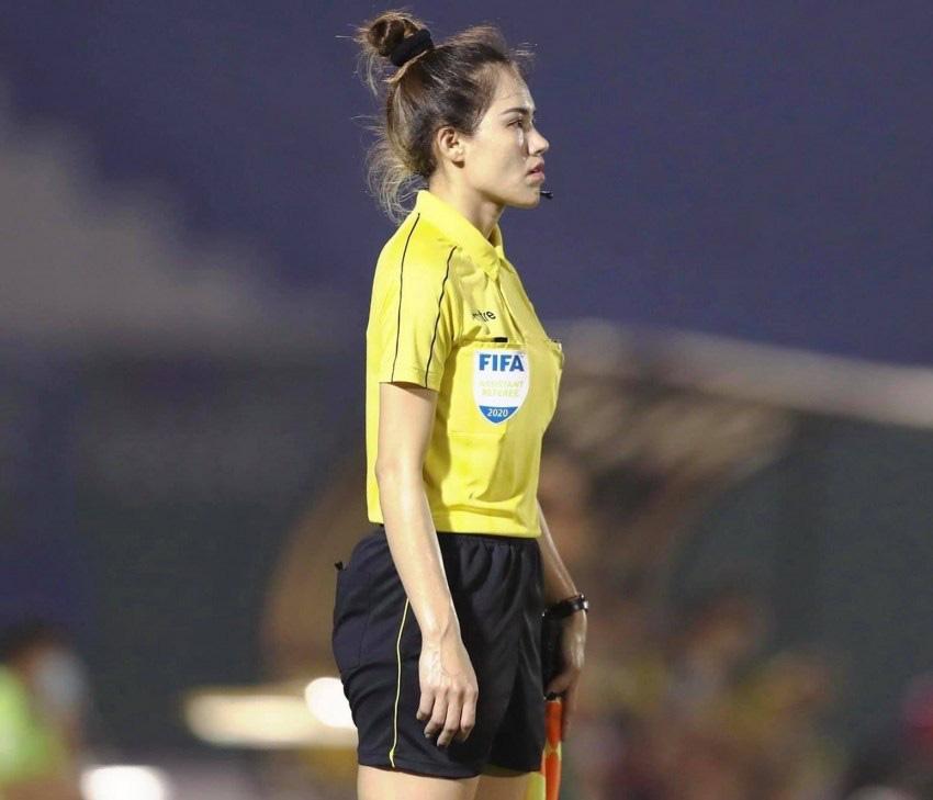 Nhan sắc vạn người mê của nữ trọng tài sang chảnh nhất V.League - Ảnh 4.