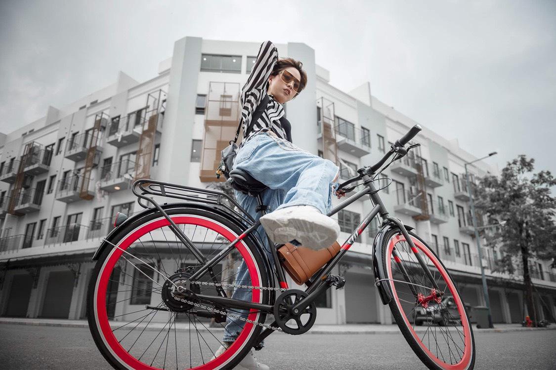 """Dân Hà Nội rộ mốt """"độ"""" xe đạp trợ lực điện, chạy vèo vèo đi làm, dạo phố - Ảnh 1."""