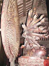 Bí ẩn pho tượng Quan Âm nghìn mắt nghìn tay ở chùa Bút Tháp - Ảnh 2.