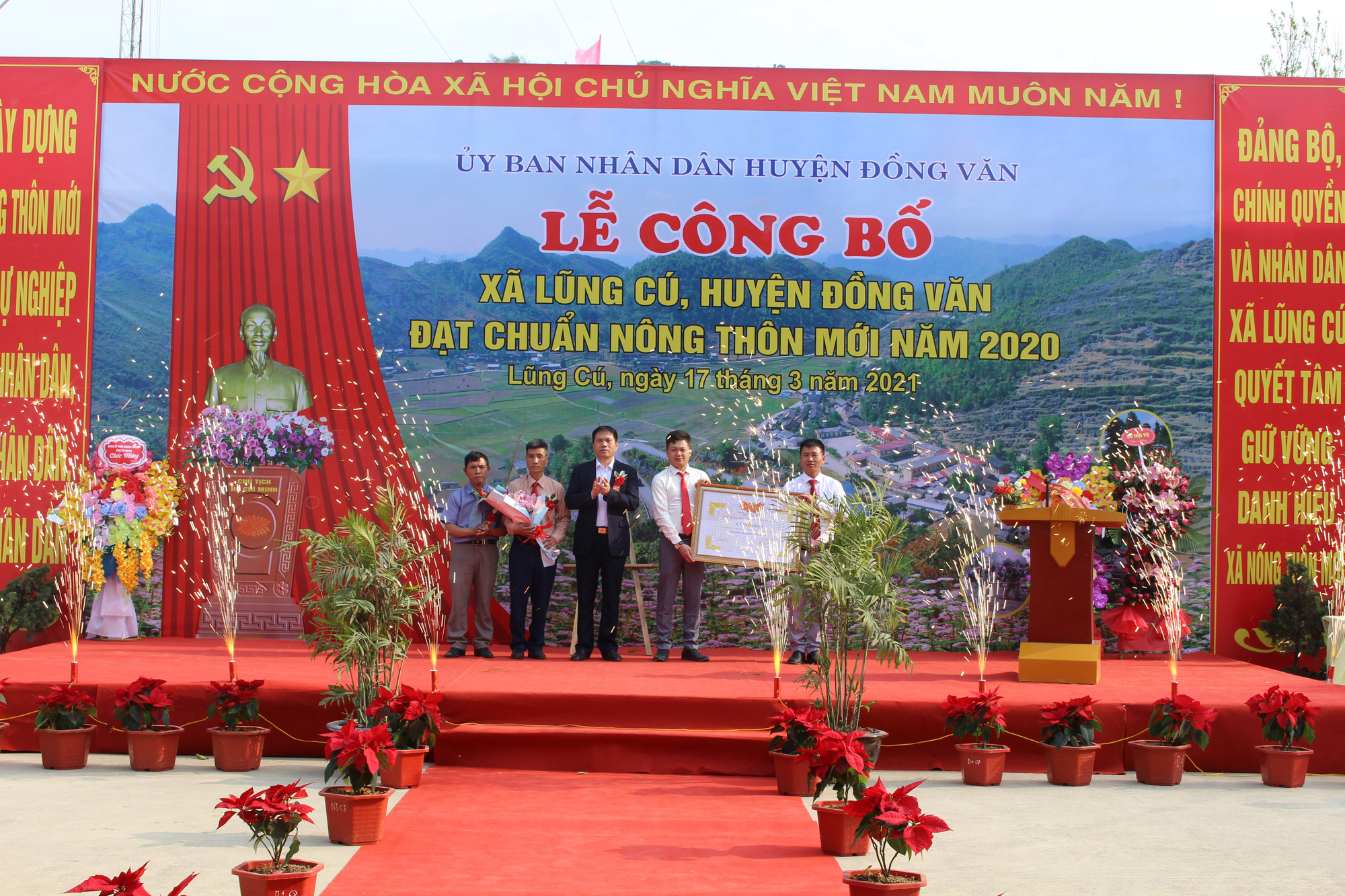 Hà Giang: Xã Lũng Cú đạt chuẩn Nông thôn mới - Ảnh 1.