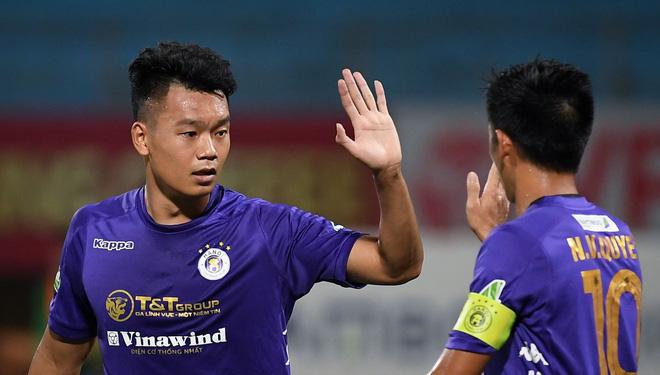 """Tin sáng (23/3): """"Trung vệ ghi bàn"""" Thành Chung nhận xét bất ngờ về Lee Nguyễn - Ảnh 1."""