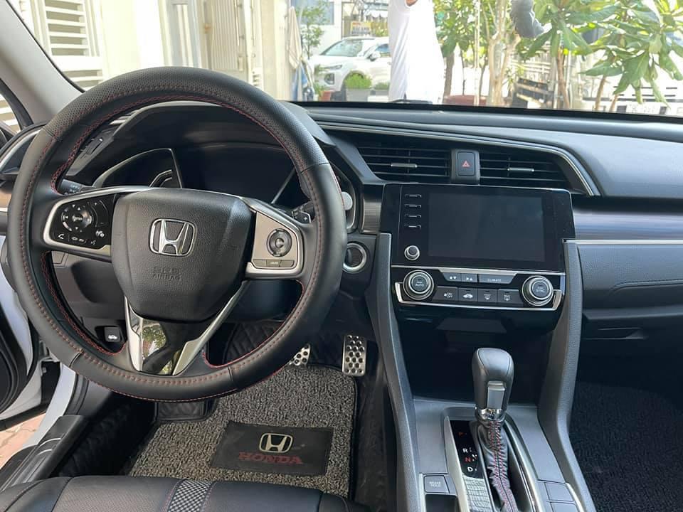 Honda Civic lăn bánh 9 tháng, zin từng con ốc, rao bán giá bất ngờ - Ảnh 4.