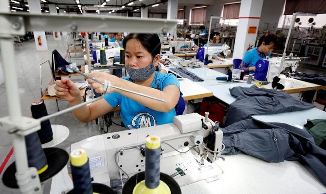 Nửa cuối năm 2022, dệt may Việt Nam mới có thể phục hồi - Ảnh 1.